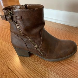 Women's Crown Vintage Booties Sz 8